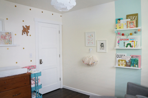 Cat from Thrify Littles, one of our fab Brand Enthusiasts, recently posted a look at her sweet daughter Mae's nursery on her blog - including one of our personalized growth chart!! | Petite Lemon